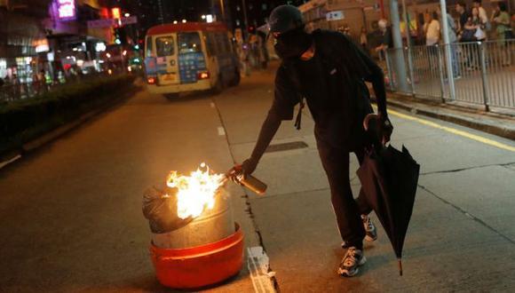 Durante el fin de semana, muchas manifestaciones pacíficas en Hong Kong culminaron en choques violentos con la policía. (Reuters).