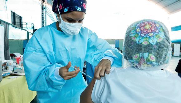 Los adultos mayores fueron incluidos en la primera etapa de vacunación contra el COVID-19 en el país (Foto: Andina)