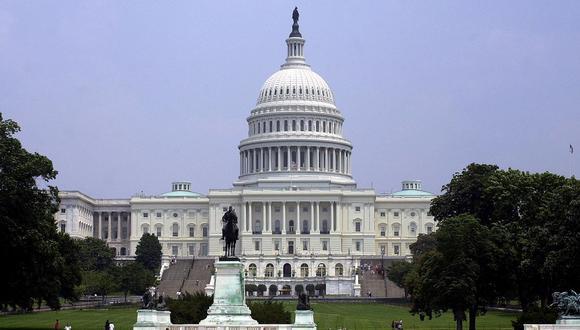 Esta foto muestra la vista de la fachada norte del Capitolio de los Estados Unidos en Washington, DC, el 28 de junio de 2001. (Foto: EMilie Sommer / AFP)