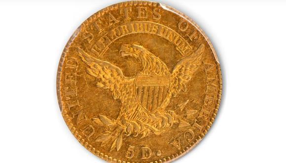 Esta imagen tomada de un video facilitado por Stack's Bowers Galleries muestra el anverso de una moneda de oro media águila de 5 dólares de 1822, de la Colección D. Brent Pogue, vendida en una subasta en Stack's Bowers Galleries en Las Vegas. (Stack's Bowers Galleries vía AP).
