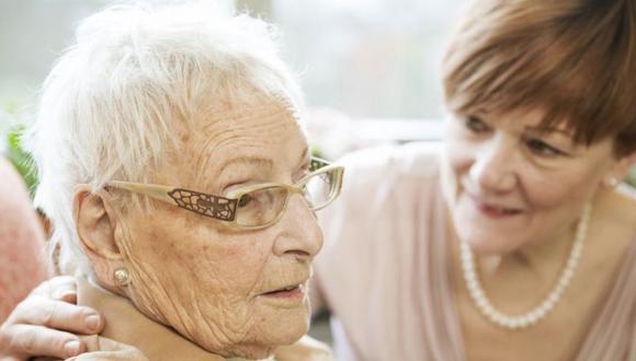 Las mujeres son más vulnerables a sufrir infartos cerebrales -porque viven más- con consecuencias para la memoria y procesos cognitivos. (Foto: Getty Images)