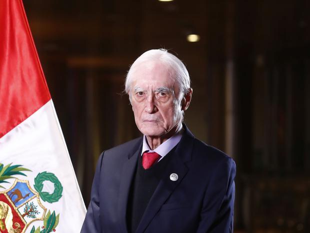 Héctor Béjar es sociólogo, exguerrillero y comunista. (Foto: Presidencia)