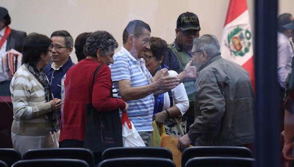 La cúpula terrorista celebra la decisión judicial de excarcelar a los subversivos Margot Liendo y Osmán Morote, quien se abrazó con Abimael Guzmán. (Foto: Rolly Reyna / El Comercio)