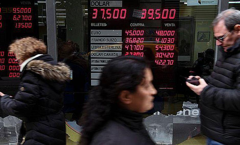 El valor del dólar registraba una depreciación de 1.10% en Argentina este lunes. (Foto: AFP)