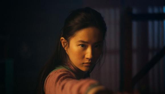 """Imagen de Liu Yifei como la titular Hua Mulan de la cinta """"Mulan"""", una cinta con la que Disney esperaba conquistar el mercado chino. (Foto: Disney Enterprises, Inc. via AP)"""