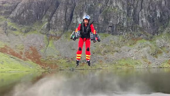 Los paramédicos de la remota y escarpada región de Lake District en Inglaterra han estado probando un traje con propulsión jet. (Foto: Captura de video / YouTube).