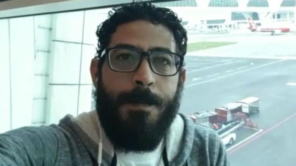El sirio Hassan al Kontar logró fama internacional tras publicar videos sobre cómo vivía en el aeropuerto de Kuala Lumpur (Malasia). Foto: BBC mundo
