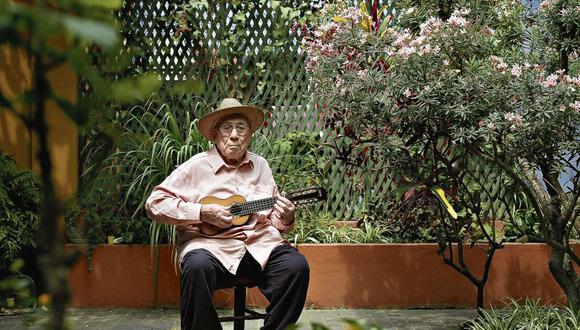 """El maestro Jaime Guardia conoció a Arguedas a inicios de los años 50. El escritor le dedicó su novela """"Todas las sangres"""" y lo calificó como """"el mejor charanguista del Perú"""". [Foto: Paul Vallejos / Archivo]"""