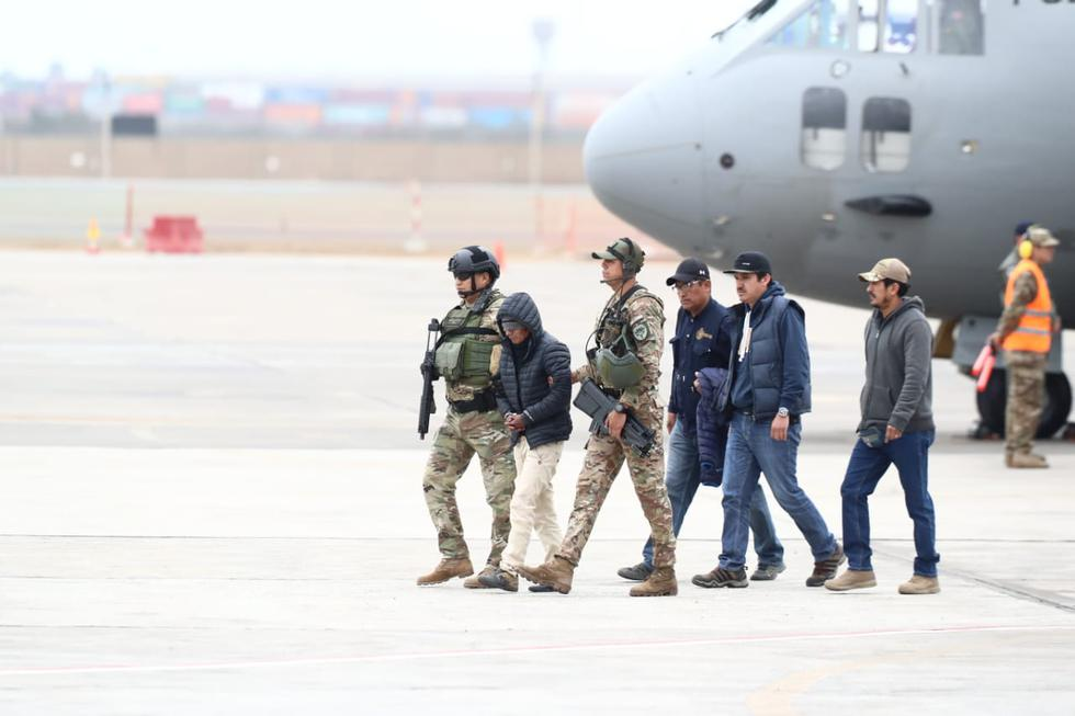 """Hugo Sixto Campos Córdova, conocido como """"Julio Chapo"""", llegó esta tarde a Lima y fue trasladado a la sede de la Prefectura de Lima. (Foto: Giancarlo Ávila/ GEC)"""