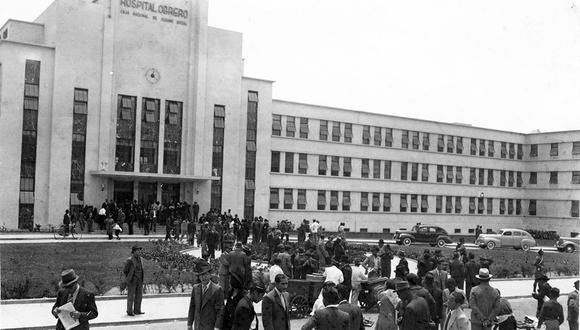 Fachada del hospital Almenara que en 1960 era conocido como Obrero. Foto: GEC Archivo Histórico.