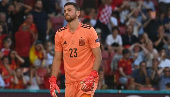 Unai Simón hizo un 'blooper' y todo acabó en autogol, finalmente de Pedri, según la UEFA. (Foto: AFP)