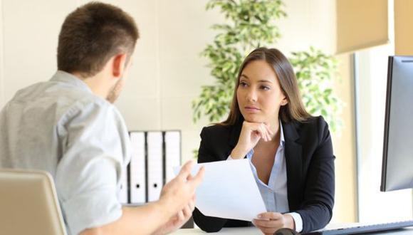 Aunque conviene ser honesto en una entrevista de trabajo, puede haber aspectos que no conviene mencionar. (Foto:GETTY IMAGES)