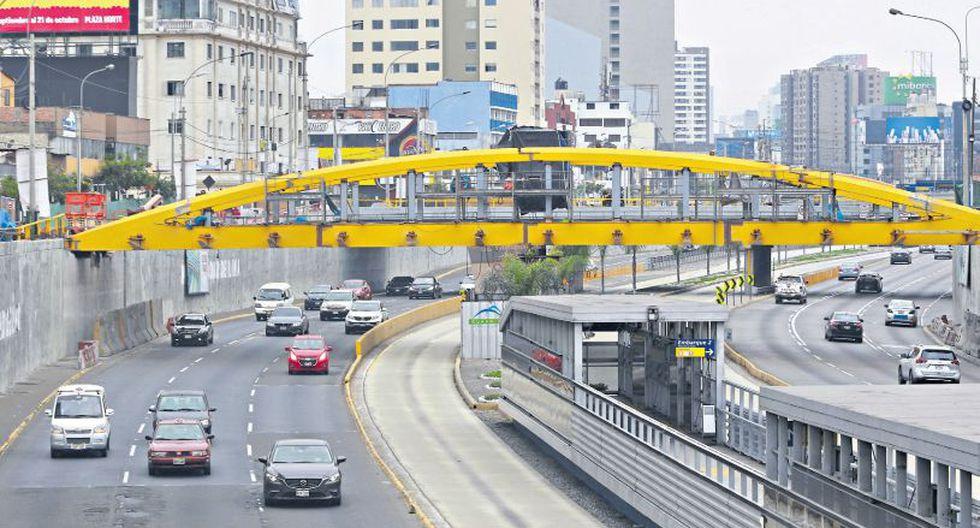 La Municipalidad de Lima está en pleno montaje de los arcos y las demás estructuras metálicas de los puentes Leoncio Prado y Junín. (Miguel Bellido / El Comercio)