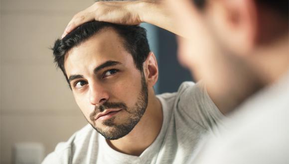 Incorporar un tratamiento capilar en la rutina diaria ayuda a prevenir la calvicie.