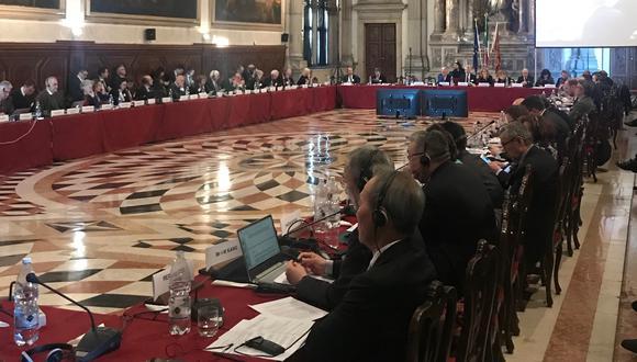 Una de las sesiones de la Comisión de Venecia. [Difusión]