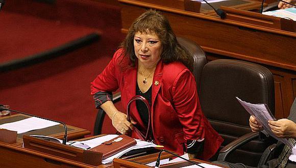 Celia Anicama va a la reelección en lista congresal de Santos