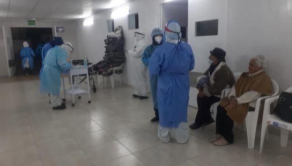 La directora de la Red de Salud Arequipa-Caylloma, María Elena Flores, indicó a El Comercio que trasladaron a 14 ancianos asintomáticos que están más estables al centro de aislamiento de Cerro Juli y el resto será hospitalizado (Foto: cortesía)