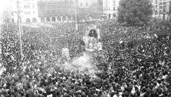 LIMA, 18 DE OCTUBRE DE 1960PROCESION DEL SENOR DE LOS MILAGROS.FOTO: EL COMERCIO