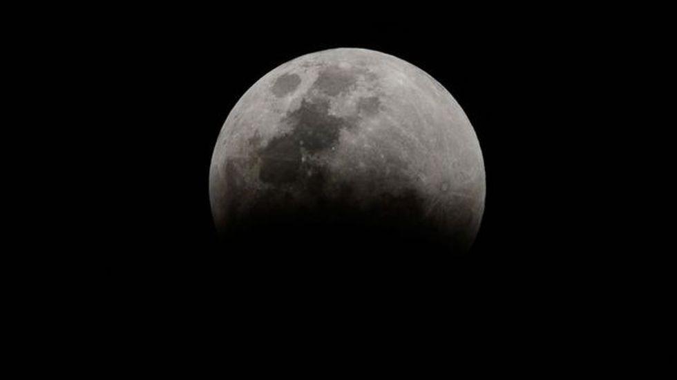 """La teoría de una megacolisión con el planeta Theia podría explicar por qué la Tierra y la Luna son """"geoquímicamente similares"""", dicen los científicos. (Foto: MARCELLO CASAL JR/AGÊNCIA BRASIL)"""