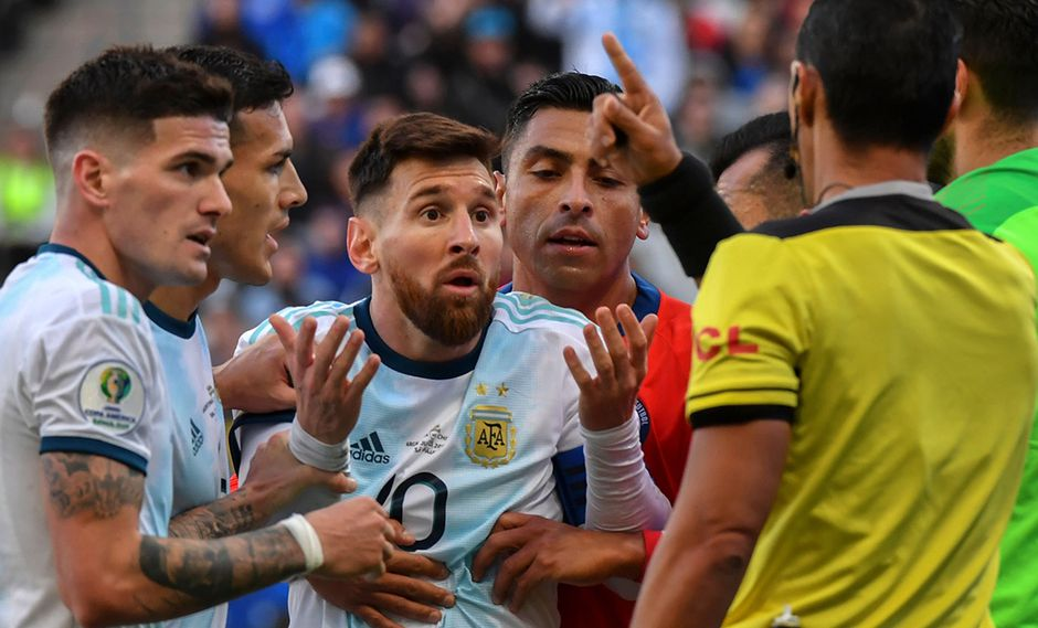Lionel Messi y Gary Medel fueron expulsados durante el partido Argentina vs. Chile por el tercer lugar de la Copa América. (Foto: AFP)