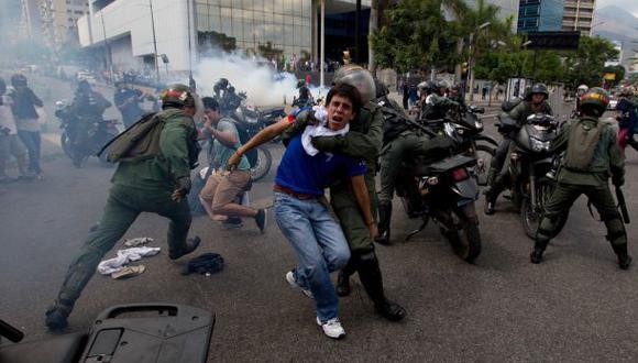Las protestas opositoras en Venezuela arreciaron en febrero. Desde esa fecha han muerto 42 personas. (AP)