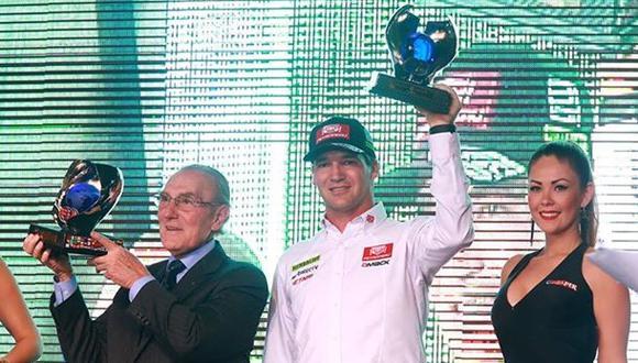 Nicolás Fuchs recibió trofeo por título mundial del 2013