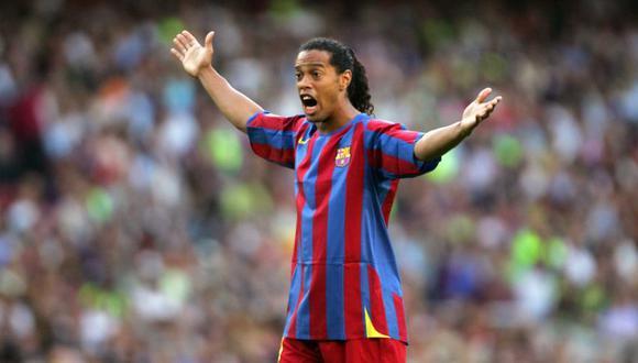 La amenaza que recibió Ronaldinho en una cancha de fútbol. (Foto: Reuters)