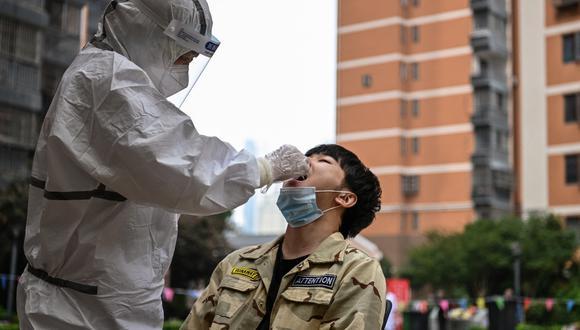 Los contagios en Wuhan fueron detectados en siete trabajadores migrantes en la ciudad, de los cuales cuatro no presentaron síntomas. (Foto:  Hector RETAMAL / AFP)