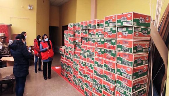 Fueron los ciudadanos pasqueños quienes alertaron a los regidores del municipio provincial que habían cientos de cajas de panetones almacenados desde el mes de diciembre (Foto: Andina)