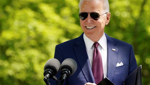 El presidente de Estados Unidos, Joe Biden, pronuncia comentarios frente a la Casa Blanca en Washington, el 27 de abril de 2021. (REUTERS/Kevin Lamarque).