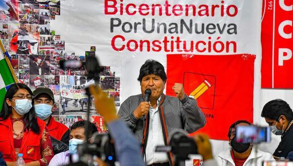 Evo Morales aterrizó pasadas las 7am en el aeropuerto de Arequipa en un vuelo privado. Se fue ese mismo día del país.