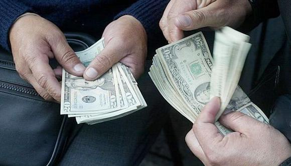 El dólar baja pero la bolsa limeña sube al inicio de sesión