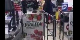 Coronavirus: Agreden a un filipino en supermercado italiano al confundirlo con un chino