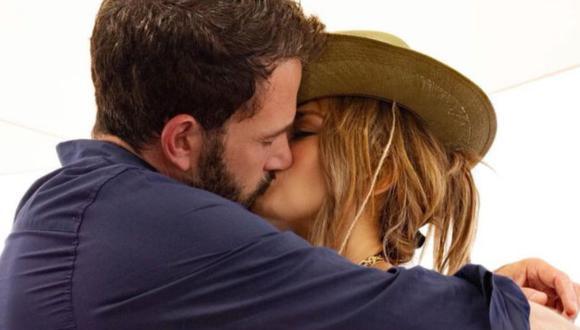 Jennifer López y Ben Affleck fueron vistos muy cariñosos en cumpleaños 52 de la actriz. (Foto: Instagram)