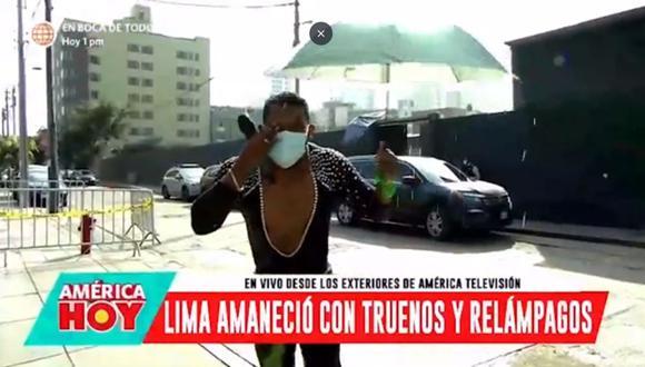 """'Giselo' protagonizó hilarante momento tras recibir baldazo de agua en vivo en """"América Hoy"""". (Foto: Captura de video)"""