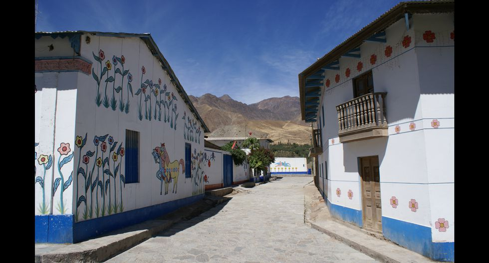 El proyecto municipal Colores para Antioquía originó, en el año 2000, el decorado de las fachadas.  Foto: PromPerú.