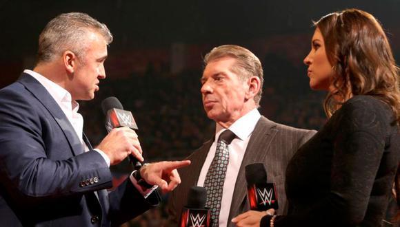 Shane, Vince y Stephanie, envueltos en discusiones dentro  de los guiones en WWE. La familia McMahon es poderosa y maneja los hilos de la empresa. (Foto: WWE)
