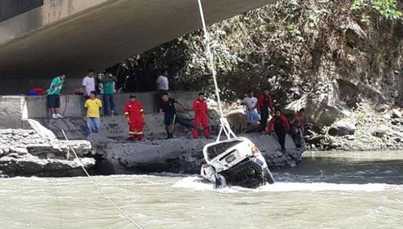 Chofer de camioneta que cayó al río Vilcanota fue hallado vivo