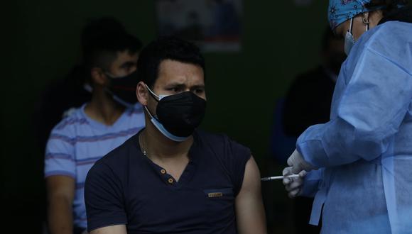 En Perú se aplican dos dosis para completar vacunación contra el COVID-19 (Foto: Violeta Ayasta / @photo.gec)