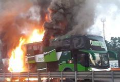 Ucayali: bus interprovincial se incendió en la carretera Federico Basadre   VIDEO