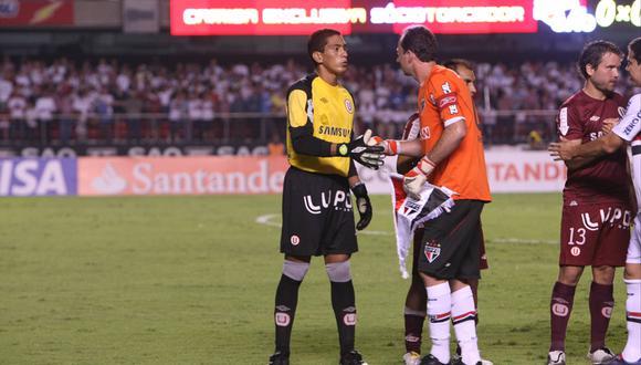 Rogerio Ceni le dio su short a Luis Llontop tras haberse enfrentado por Copa Libertadores 2010 | Foto: German Falcon/GEC