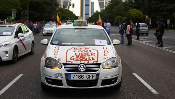 """Berlín multará con US$ 33 mil el uso de """"Uber"""" para buscar taxi"""