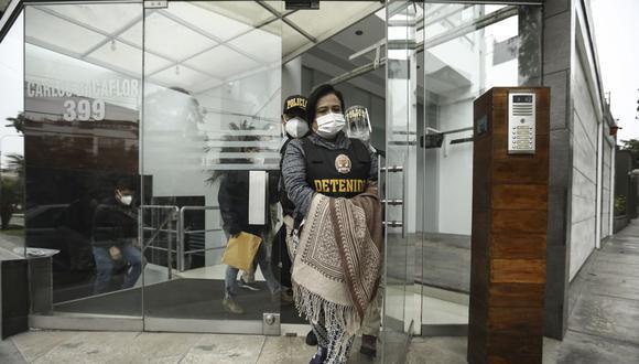 Mirian Morales, ex secretaria general del Despacho Presidencial, es detenida en su departamento de Surco el pasado viernes. (Foto: Joel Alonzo/GEC).