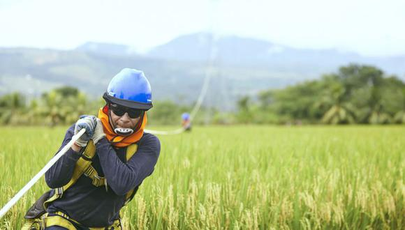 La comunicación satelital es usada para llevar Internet de alta velocidad a zonas rurales a las que es difícil acceder con fibra óptica. Gilat ha manejado varios de dichos proyectos en el país.
