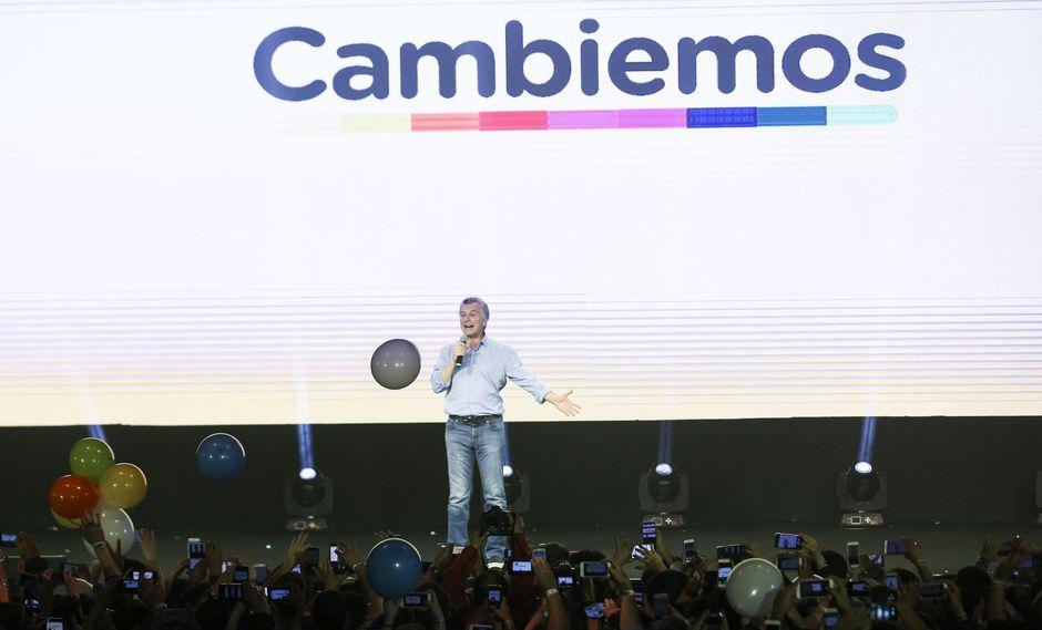 El presidente de Argentina, Mauricio Macri, se apoderó del escenario para celebrar la victoria del frente oficialista Cambiemos. (EFE)