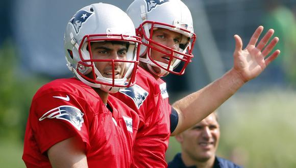 Garoppolo y Brady, cuando eran compañeros en New England. (Foto: USA TODAY Sports)