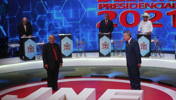 Los candidatos presidenciales de Podemos Perú y de Democracia Directa dieron a conocer sus planteamientos para eliminar la corrupción del país. (Foto: El Comercio)