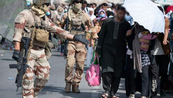 """The US issues an alert and asks its citizens to leave Kabul airport """"immediately"""""""