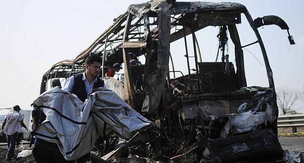 México: Choque de ómnibus contra un tráiler deja 36 muertos
