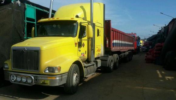 La Parada: tres camiones entraron para retirar la mercadería